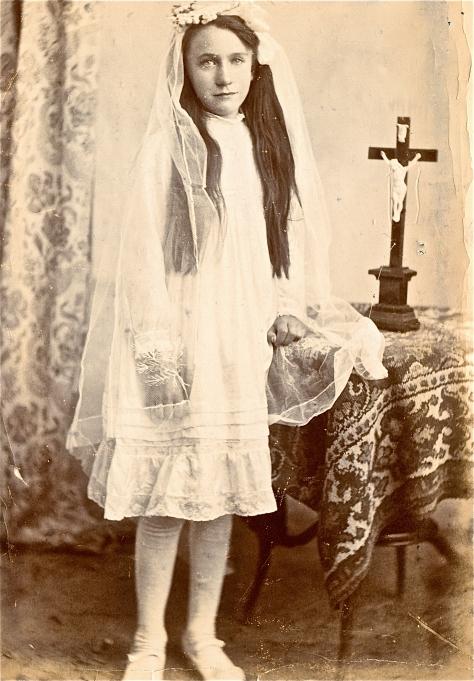 1915 - Confirmation Scene
