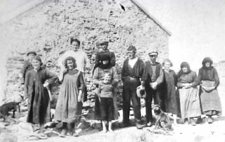 Inishkea Islanders outside the school house